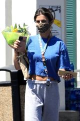Elisabetta Canalis Gives a friendly wave as she makes a stop at Bristol Farms this morning to buy a bouquet of flowers in her sweatsi n Beverly Hills