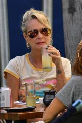 Laeticia Hallyday Pictured chatting with friends while enjoying her Sunday brunch in Brentwood