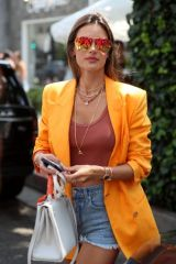 """Alessandra Ambrosio Arrives at the celeb hotspot """"The Ivy"""" for lunch in Beverly Hills"""