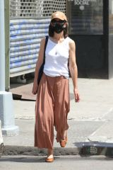Katie Holmes Out in New York with her daughter Suri