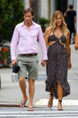 Kelly Bensimon and on-again BF Nick Stefanov take a stroll with Kelly's daughter around New York City