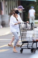 Sarah Jessica Parker Is spotted at a grocery store in Amagansett, New York