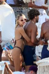 Delilah Belle Hamlin Relaxing at the beach during summer holiday in Mykonos