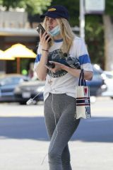 Suki Waterhouse Chats on her phone in Beverly Hills