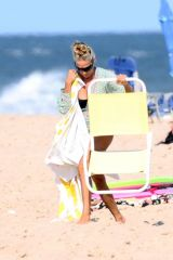 Sarah Jessica Parker On the beach in the Hamptons with her family