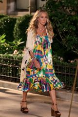 """Sarah Jessica Parker Pictured wearing a very stylish dress during a scene at the """"And Just Like That"""" set in Avenue"""