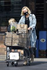 Malin Akerman Exits Gelson's after getting some grocery shopping done in Los Feliz