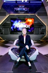 Kate Mulgrew At Paramount+ Brings Star Trek: Prodigy Cast And Producers To New York Comic Con 2021