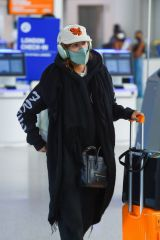 Rumer Willis Looks all wrapped up carrying her luggage at JFK Airport in New York