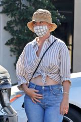Katy Perry Shows off her $5m engagement ring as she enjoys a day in Santa Barbara