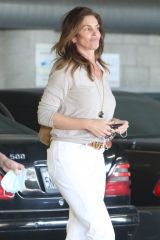 Cindy Crawford Pulls off her mask revealing her makeup-free face as she leaves at a spa in Santa Monica