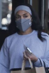 Lori Harvey Goes grocery shopping at Erewhon in West Hollywood