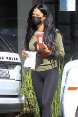Kimora Lee Simmons Grabs an iced drink at Starbucks in Beverly Hills