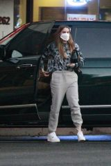 Sofia Vergara Steps out to Beverly Hills Bagels in Los Angeles