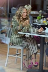 Sarah Jessica Parker, Kristin Davis & Cynthia Nixon Spotted filming a lunch scene at the 'And Just Like That' set in Manhattan