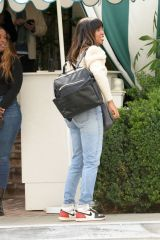 Kelly Rowland Having a sunday funday brunch with family at the Bungalos in West Hollywood
