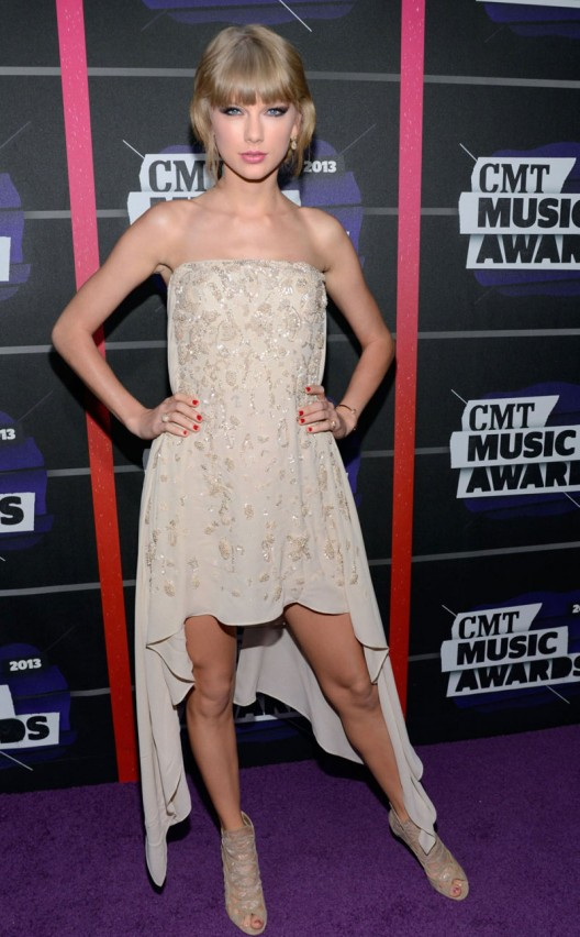 Taylor Swift - 2013 CMT Music Awards in Nashville