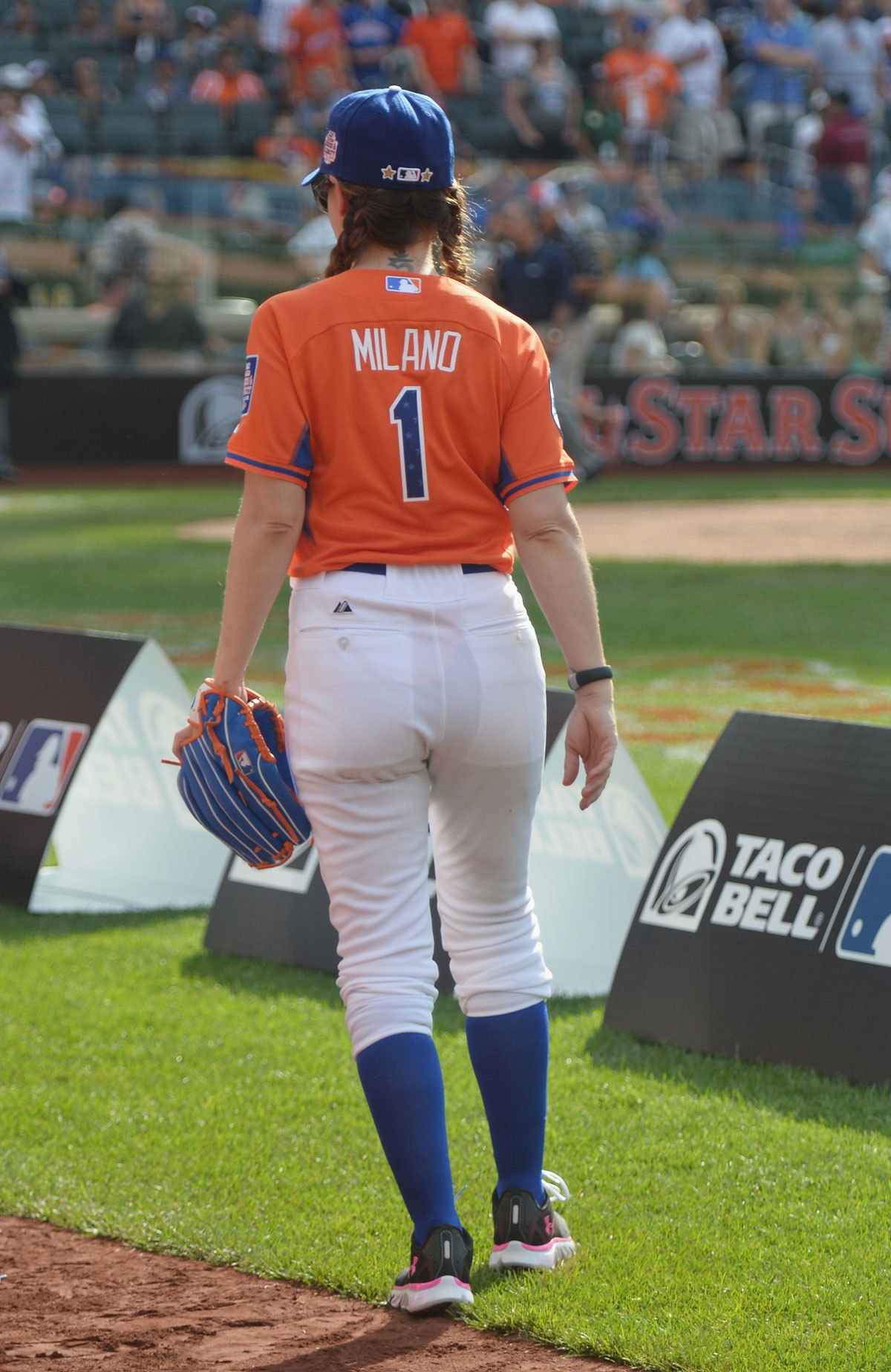 30c27088a839b ALYSSA MILANO – All-Star Legends and Celebrity Softball Game - Celebzz