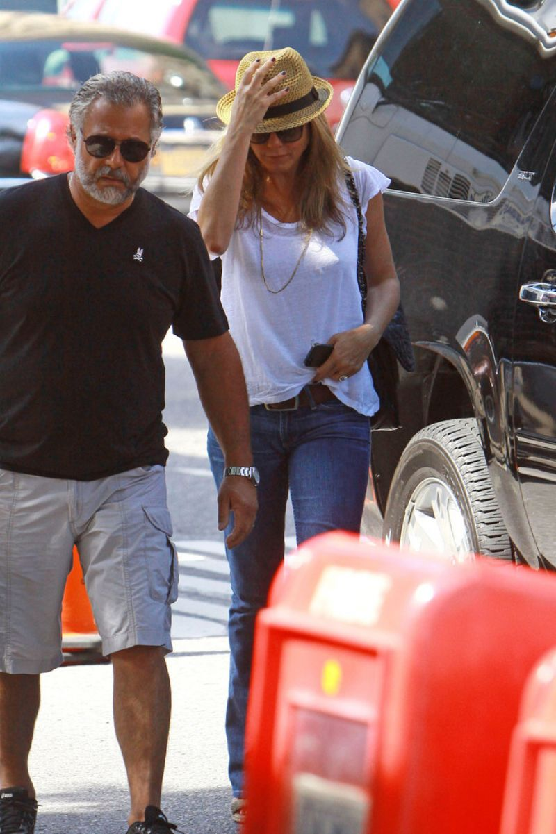 Jennifer Aniston On Set Of Squirrels To The Nuts