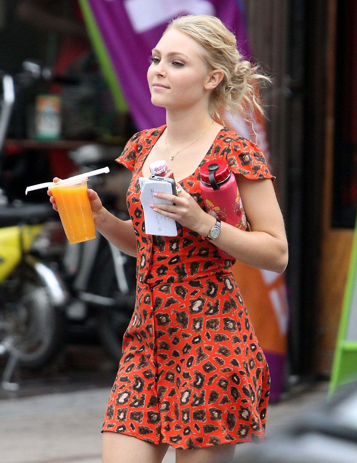 AnnaSophia Robb of The Carrie Diaries Already Cut Her Hair, What Does This Mean ForCarrie pictures