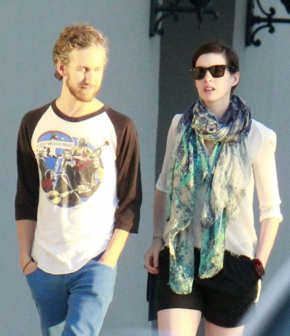 Anne Hathaway Out At Crossroads Restaurant In Los Angeles