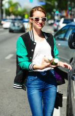 Emma Roberts Shopping In The Pressed Juicery