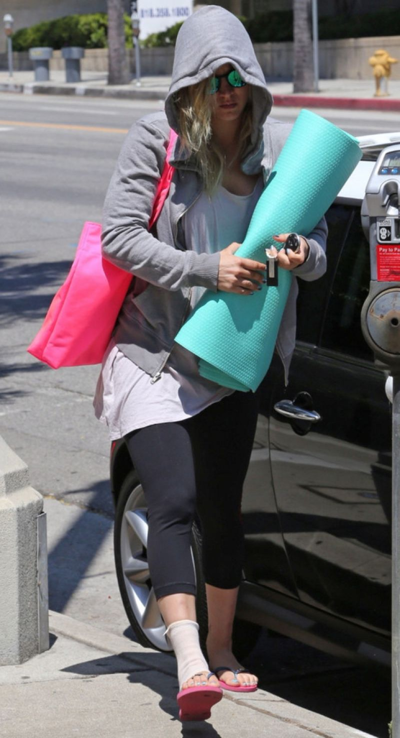 Kaley Cuoco Heads To A Yoga Class In LA