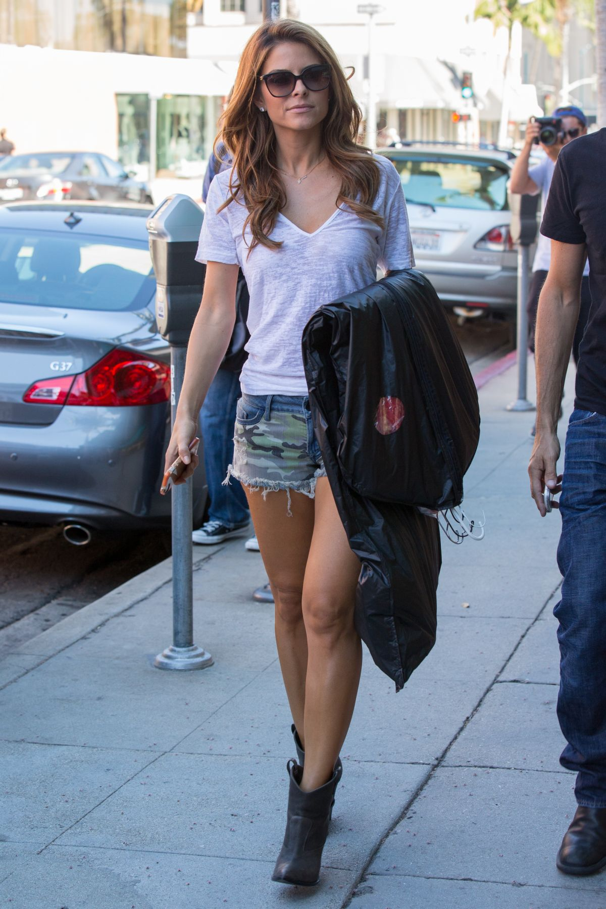 Maria Menounos Out Shopping In Beverly Hills