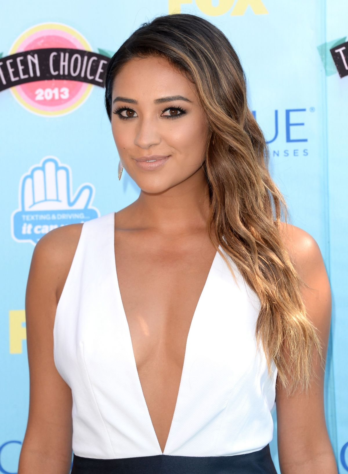 Shay Mitchell At Teen Choice Awards In Universal City