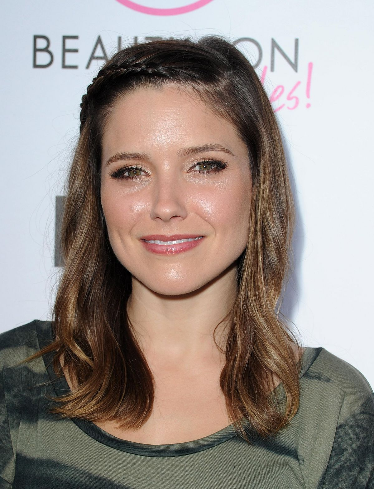 sophia bush at the 2013 beautycon � youtube kickoff party