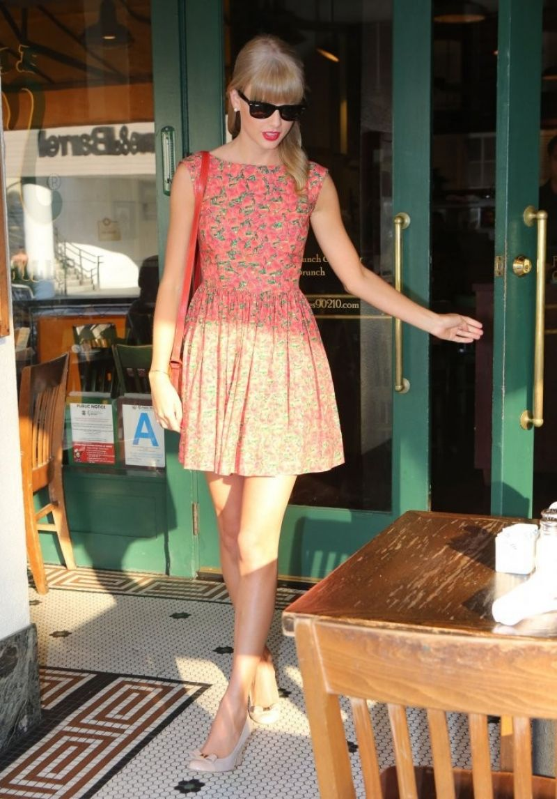 taylor swift at the farm in beverly hills celebzz. Black Bedroom Furniture Sets. Home Design Ideas