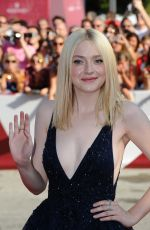 Dakota Fanning At Night Noves Premiere At Venice Film Festival