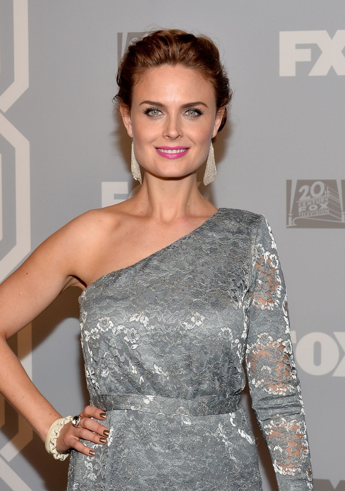 emily deschanel at 2013 fox broadcasting company post emmy