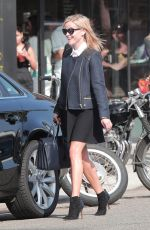 Reese Witherspoon Out Shopping In Venice