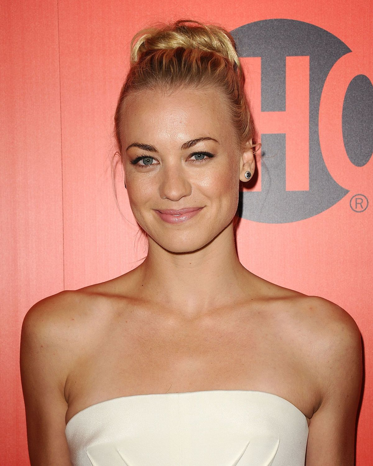 Yvonne Strahovski At Showtime's Emmy Eve Soiree In Los ... Emmy Eve