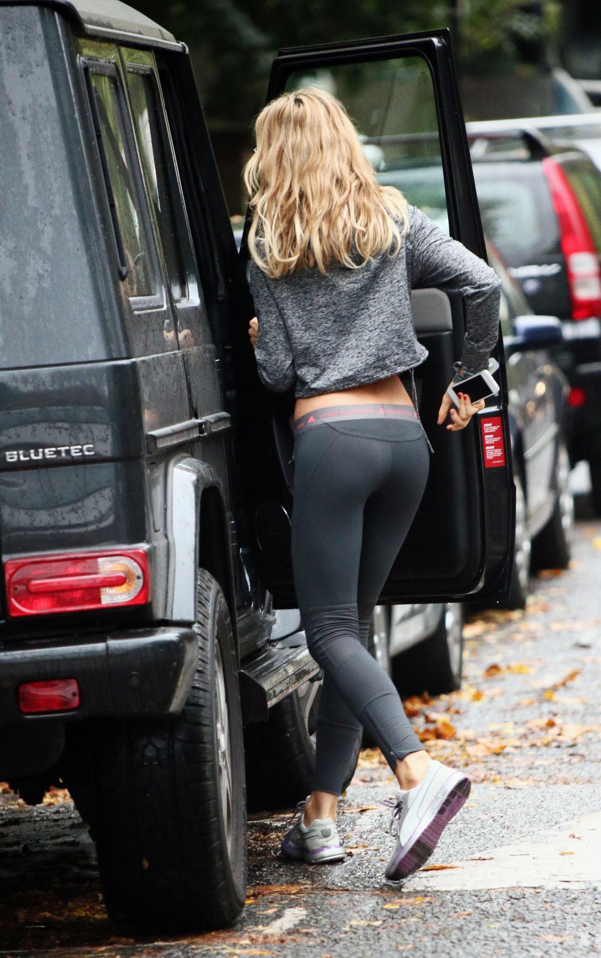 Kendall Jenner Yoga Pants Yoga pants out in london