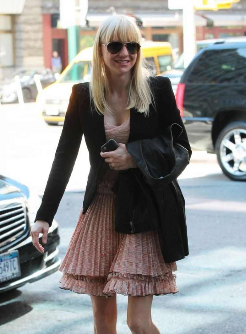 Anna Faris Out In NYC