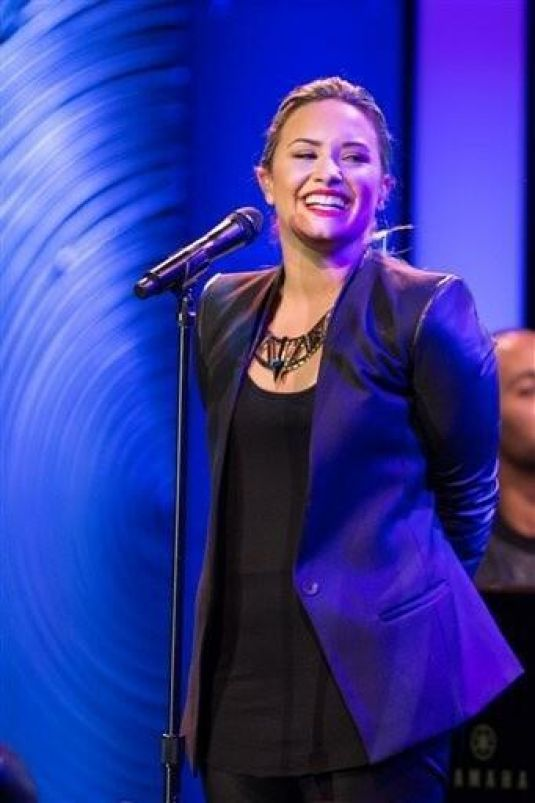 Demi Lovato At Dignity Gala 2013 Performance MQ