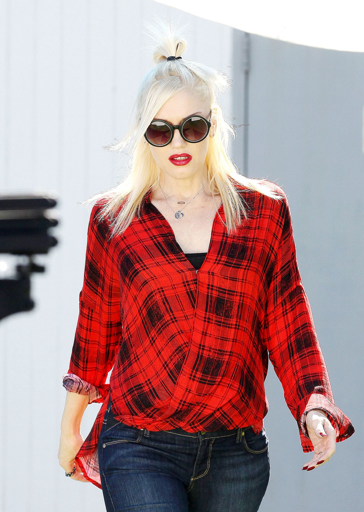 Gwen Stefani Drops Off Zuma At A Party In Malibu