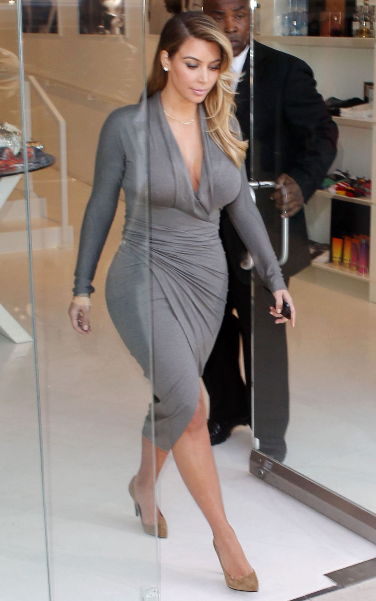 Kim Kardashian At Dash Boutique In West Hollywood - Celebzz Kim Kardashian 2013 October