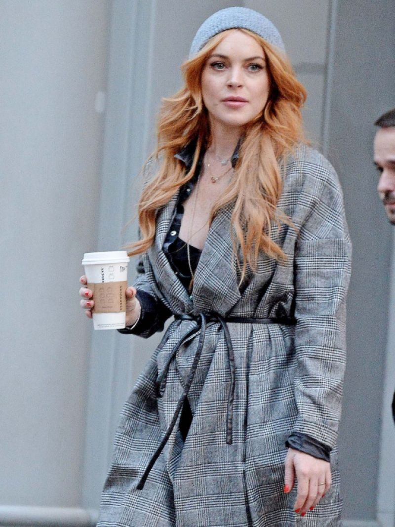 Lindsay Lohan Out n About Holding A Coffee Cup In New York