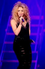 Shakira Performing At The T-Mobil Public Promo Concert In Bryant Park