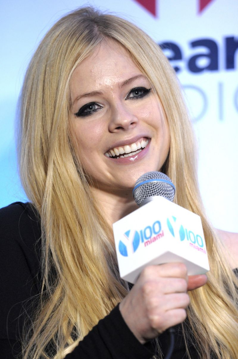 Avril lavigne at y100s jingle ball 2013 in miami celebzz celebzz avril lavigne at y100s jingle ball 2013 in miami voltagebd Image collections