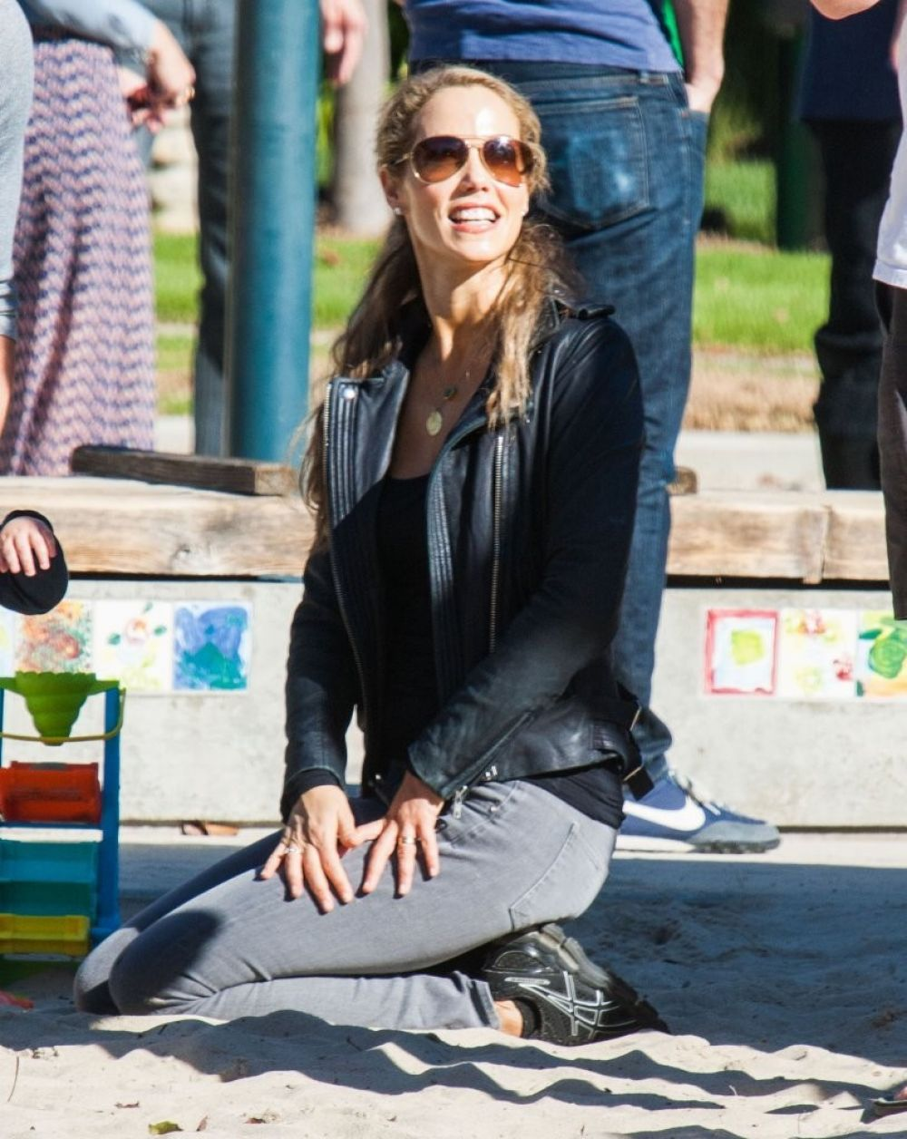 Elizabeth Berkley At Coldwater Canyon Park In Beverly Hills
