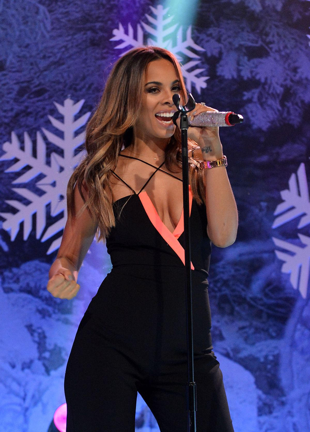 The Saturdays Performing On Top Of The Pops X-mas Day