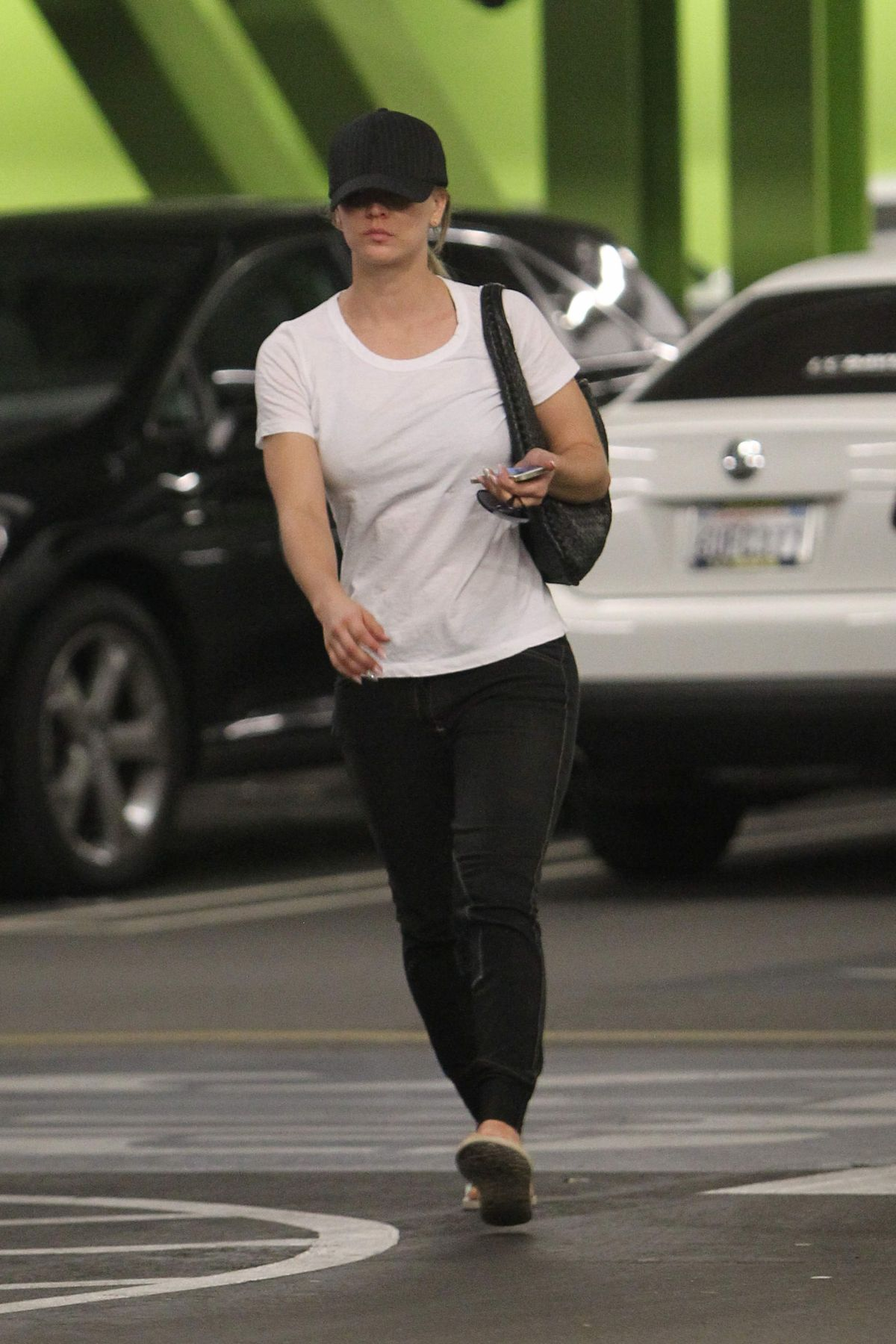 Kaley Cuoco Out Shopping In Los Angeles