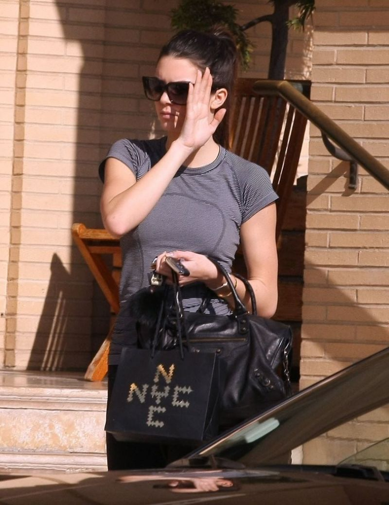 Kendall Jenner Shopping At Barneys New York In Beverly Hills