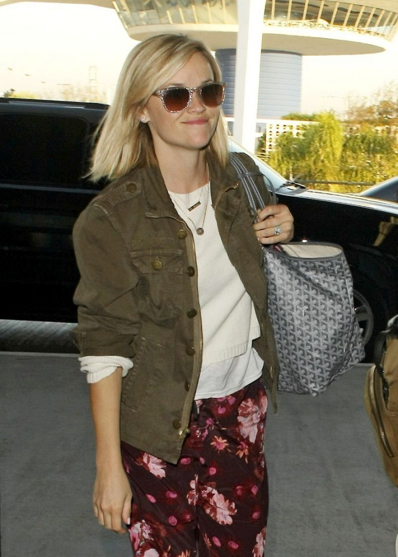 Reese Witherspoon At LAX
