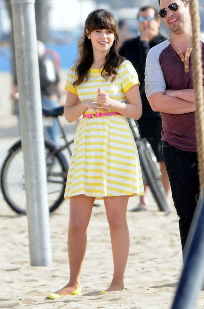 """Zooey Deschanel Filming """"The New Girl"""" On The Beach In Los Angeles"""