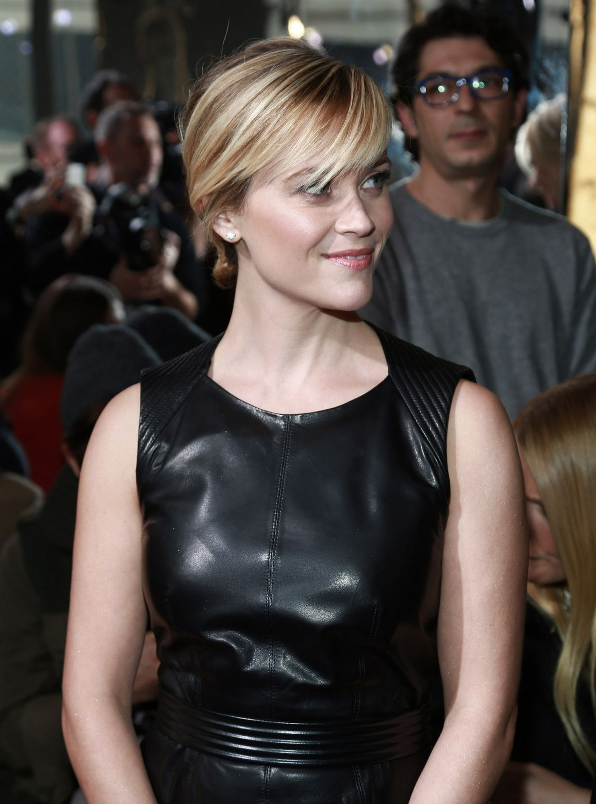 Santa Monica Mercedes >> Reese Witherspoon In A Leather Dress At Mercedes Benz Fashion Week - Celebzz